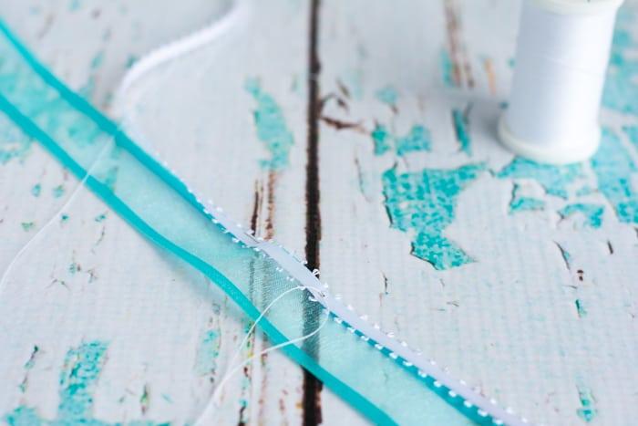 make first running stitch