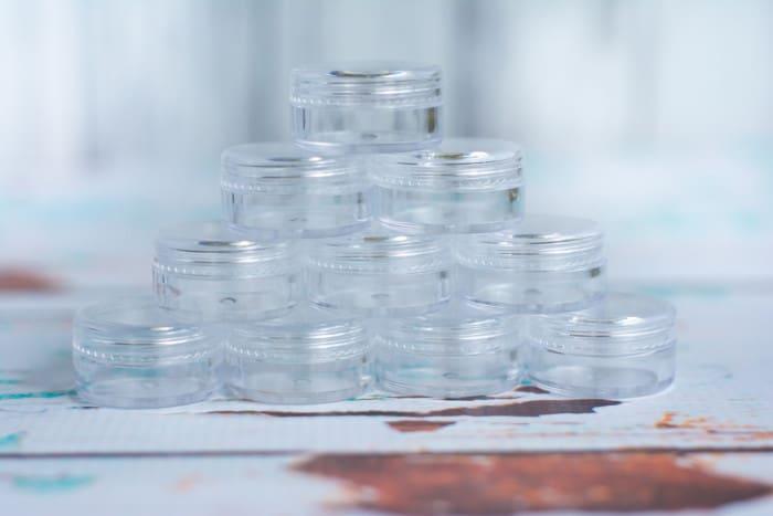 5 gram plastic jars