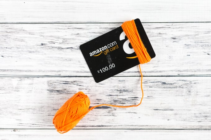 winding tassle on gift card