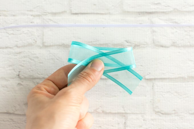 pinch ribbon togther