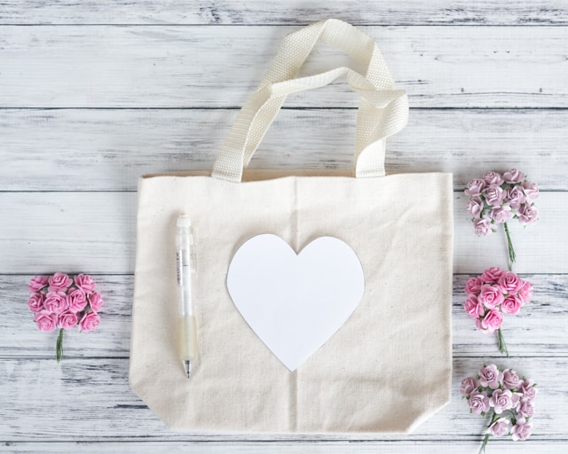 materials for making an embellished floral tote