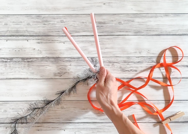 How to Make a Two Straw Yarn Lei